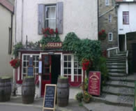Smugglers Bistro Bar and Lodgings